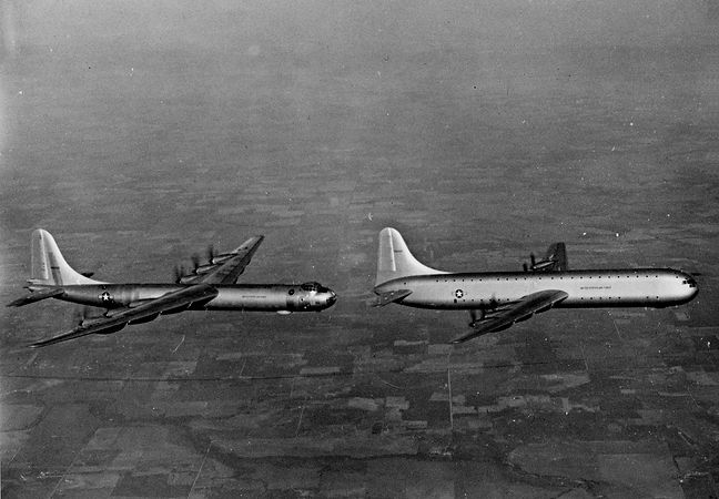 Convair_XC-99_and_B-36B_in_flight_c1949.