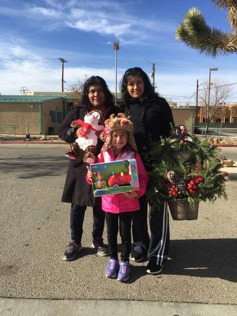 Hundreds of children and teens in Palmdale got free toys from SAVES.