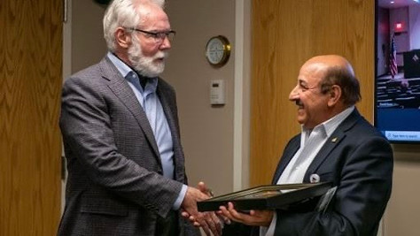 """Mayor Parris gives """"Key to the City"""" to Ed Mirzabegian"""