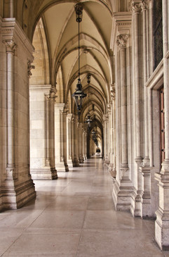 Colonade Rathaus Wien.jpg
