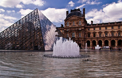 Le Louvre - Pyramid & Fountain