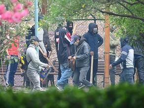 """Enfrentamientos por supuestos """"clanes"""" en la UMSS paralizan la facultad de humanidades."""