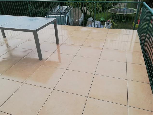 Terrasse avec dallettes sur plots étanchéité