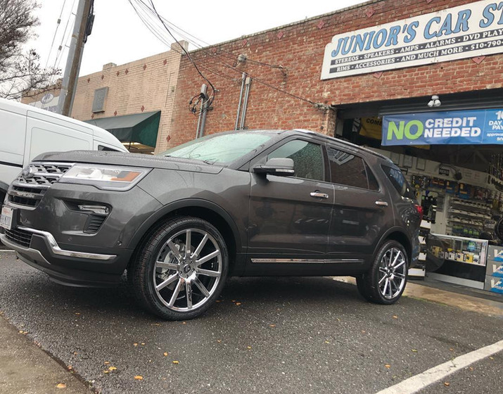 2018 Ford Explorer W/ Custom Wheels