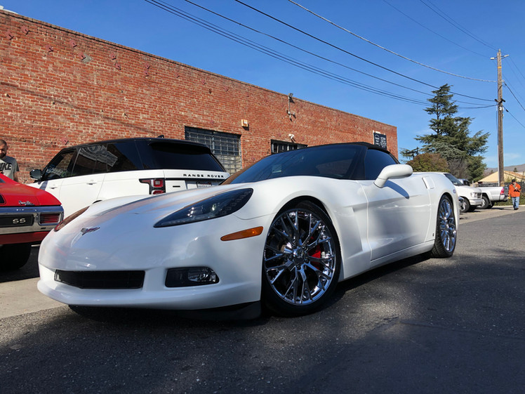 C6 Corvette W/ C7 Style Wheels | Red Painted Brake Calipers & Morimoto C7 Style LED Headlights
