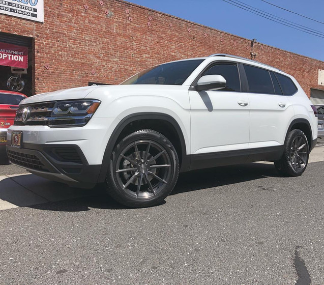 2018 Volkswagen Atlas W/ Custom Wheels
