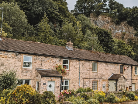 Perfect Peak District Weekend: What To See/ Do In Castleton | Budget Travel Guide