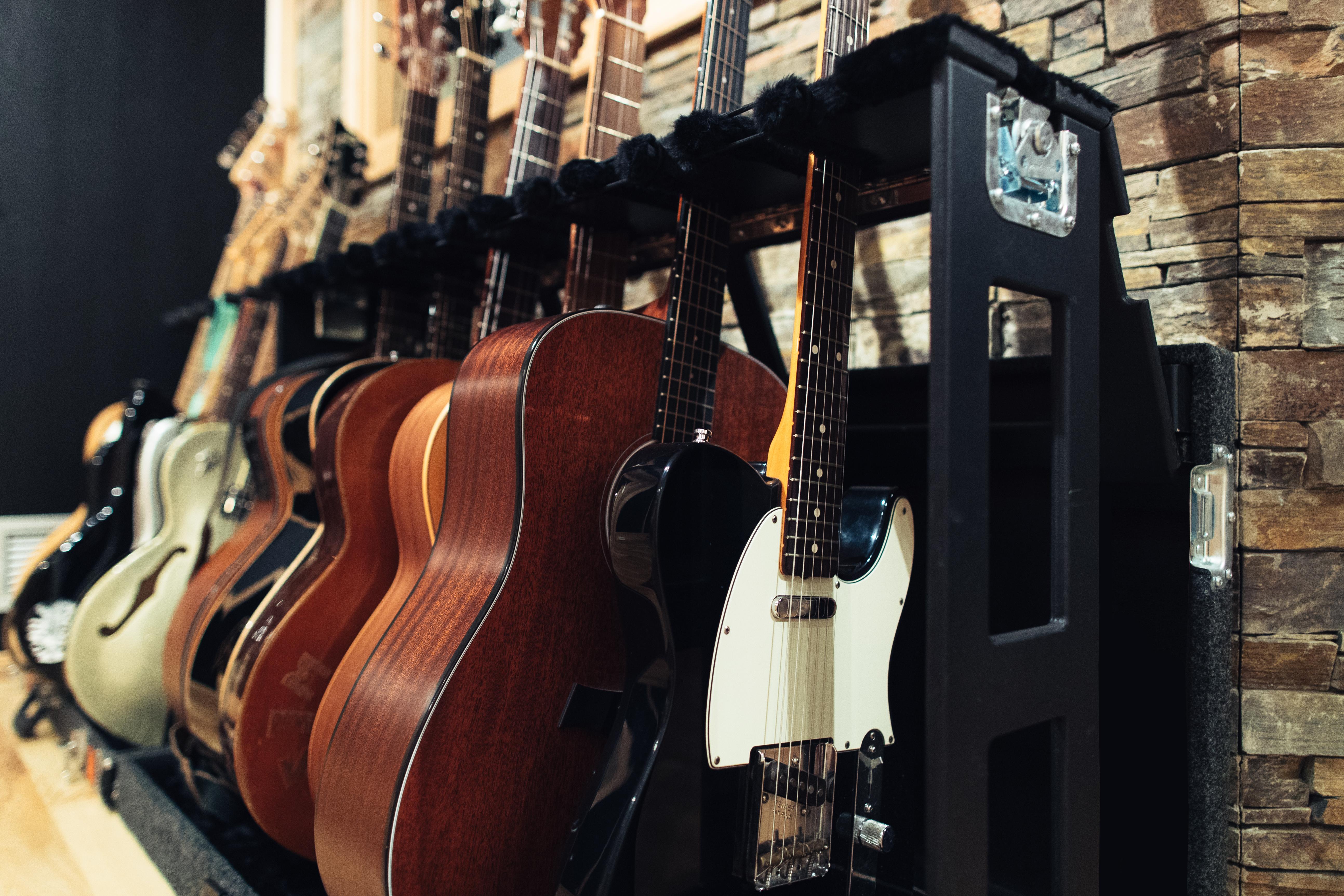 Guitar boats