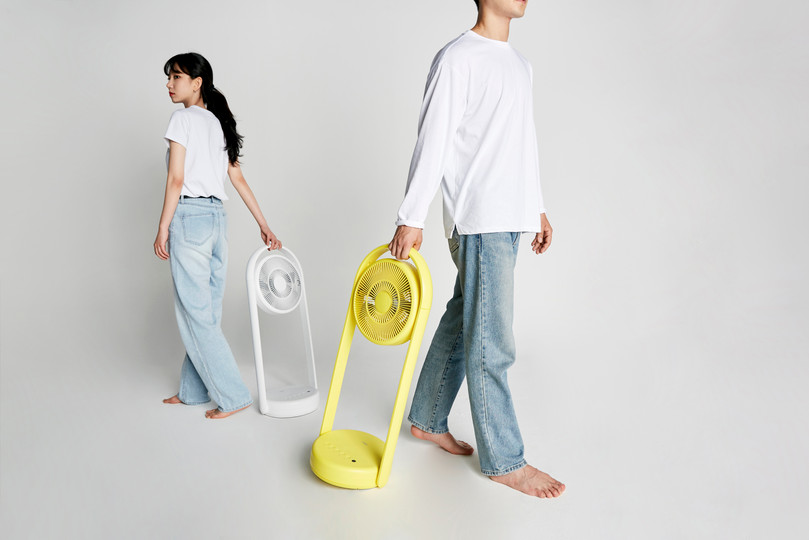 We designed a very useful fan for this summer. This fan can be folded and stored when not in use. It supports wireless and is easy to carry, so it will be loved as a very valuable item for camping. In addition, the body of the fan can be adjusted to various angles, so it is very useful when drying laundry or when you need to dry things.