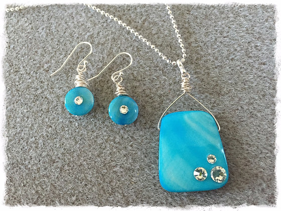 Turquoise Kissed Stone Necklace
