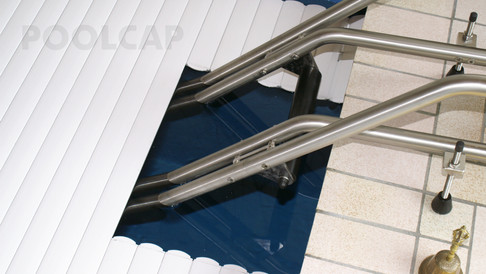 Poolabdeckung Rolloabdeckung PVC 15/60 mm weiß. Ausschnitt