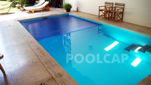 Poolabdeckung Rolloabdeckung Polycarbonat 15/60 mm kristallblau-transparent. Welle im frei Pool montiert