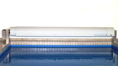 Poolabdeckung Rolloabdeckung Oberfluranlage Retro mit seitlichem Antrieb