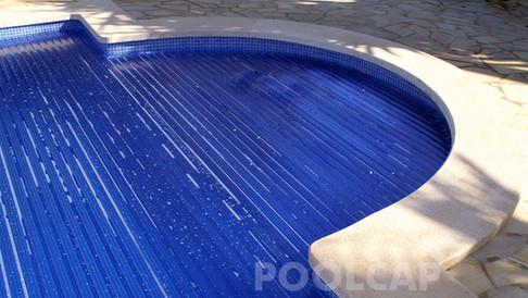 Poolabdeckung Rolloabdeckung Polycarbonat 15/60 mm kristallblau-transparent. römische Treppe