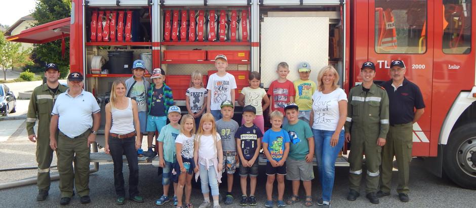 Besuch der Volksschule und des Kindergartens bei unserer Feuerwehr