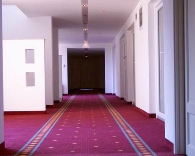 IM005827_corridor_380.jpg