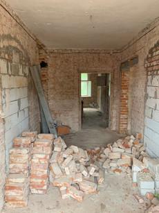 Hall na 1 piętrze, widok od balkonu nad wejściem głównym. Dziś tu jest łazienka pokoju nr 1.