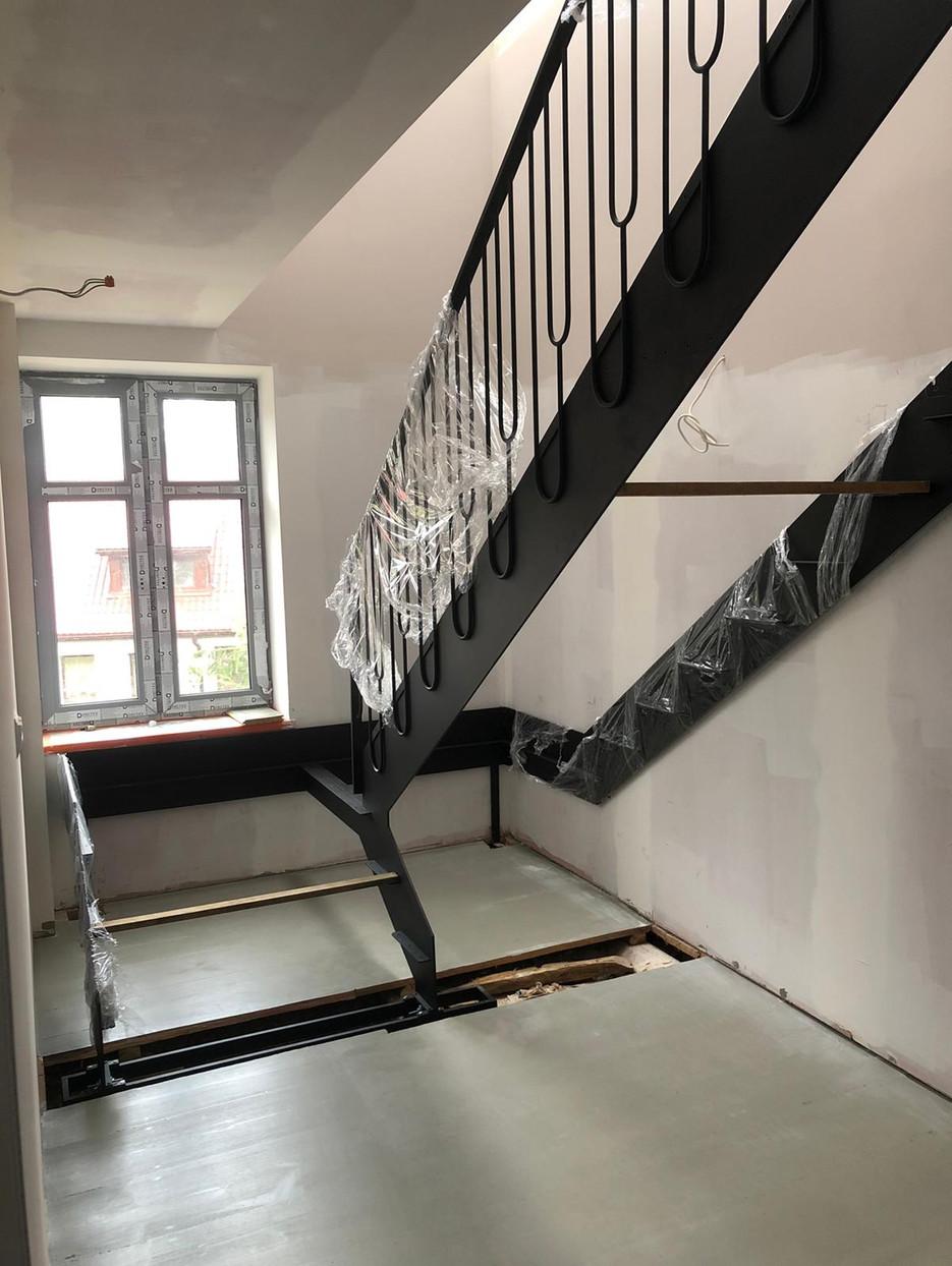 Nowe schody na 1 piętro.