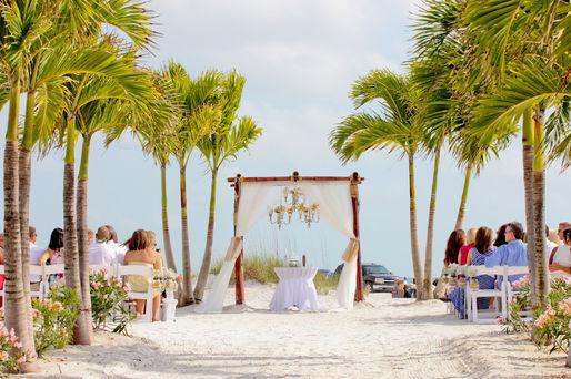 Grand plaza wedding ceremony