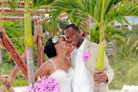 palm trees in wedding photos on the beach
