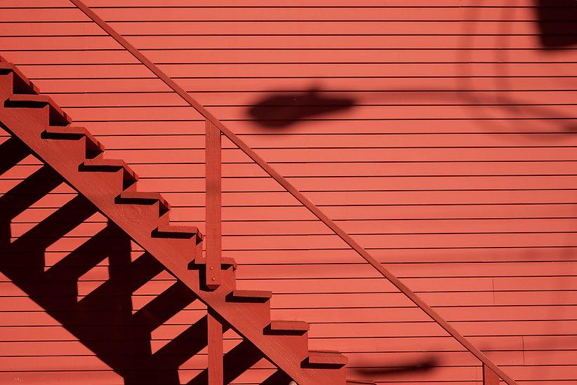 Pared roja y Escaleras