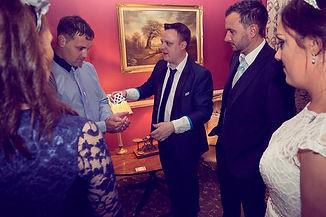 Cardiff wedding magician, South Wales wedding magician. Table magician in Cardiff , Wedding magician Cardiff , Wedding magician Wales , Cardiff table magician.