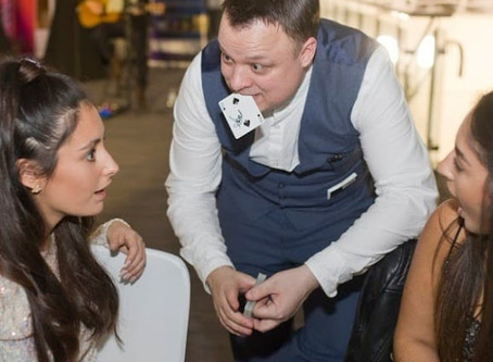 Cardiff magician has fab time at wedding
