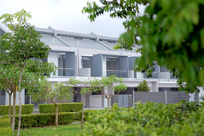 Precinct Luxe Link House Landscape