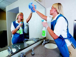Toiletten und sanitäre Anlagen