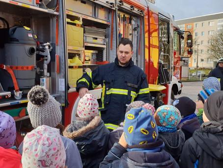 Tatü-Tata die Feuerwehr Helfta war da - Projekttage in der Thomas-Müntzer-Grundschule