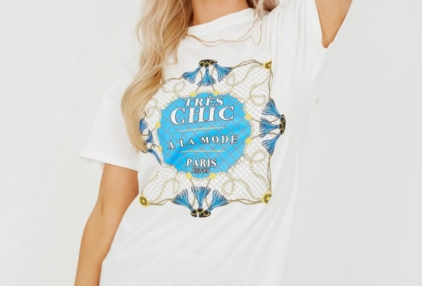 Tres Chic Slogan T-shirt