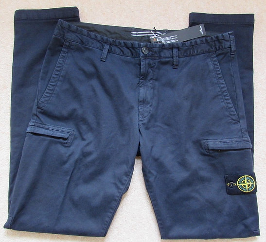 7115321L1 Stone Island Cargo Trousers in Navy (V0120)