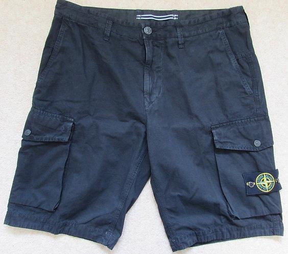 7415L07WA Stone Island Cargo Shorts in Black (V0029)