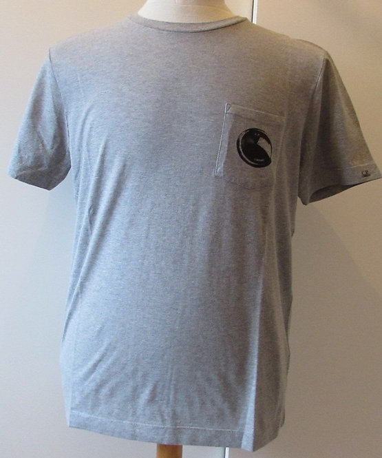 02CMTS071A C.P. Company 'Lens' Tee Shirt in Grey (M93)
