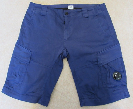 8CMBE117A C.P. Company Cargo Shorts in Purple (878)