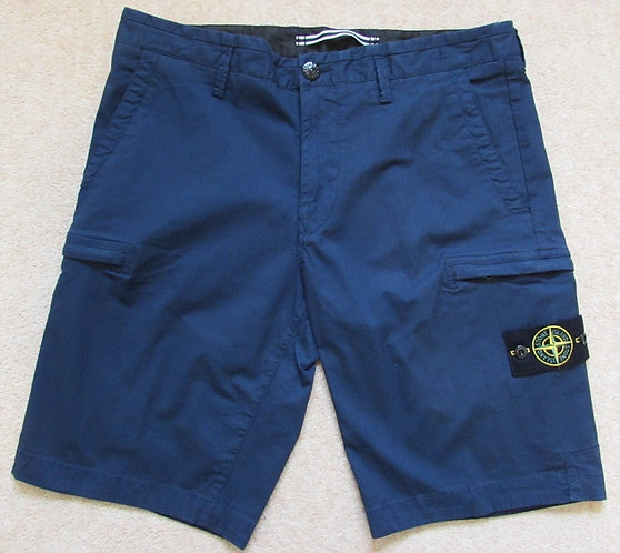 7015L0502 Stone Island Cargo Shorts in Marine (V0028)