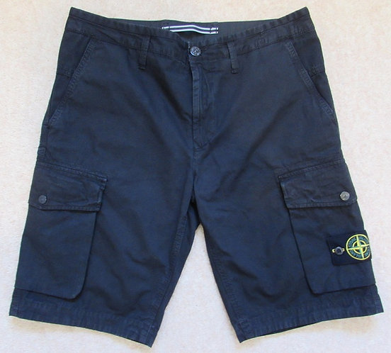 7215L07WA  Stone Island Cargo Shorts in Black (V0029)