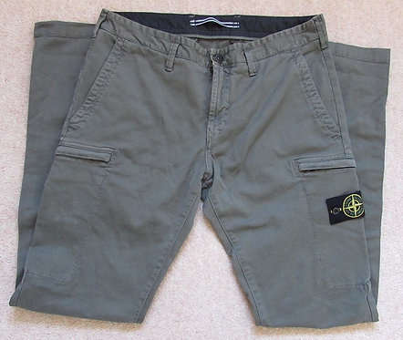 6915321LN Stone Island Cargo Trousers in Olive (V0158)