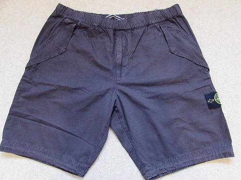 6815L10WA Stone Island Shorts in Plum(V0112)