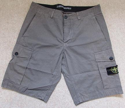 6615LS2WN Stone Island Shorts in Dove Grey (V0092)