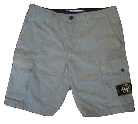 7015L07WA Stone Island Cargo Shorts in Green (V0155)