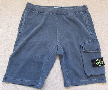 701565860 Stone Island Cargo Sweat Shorts in Lead (V0165)
