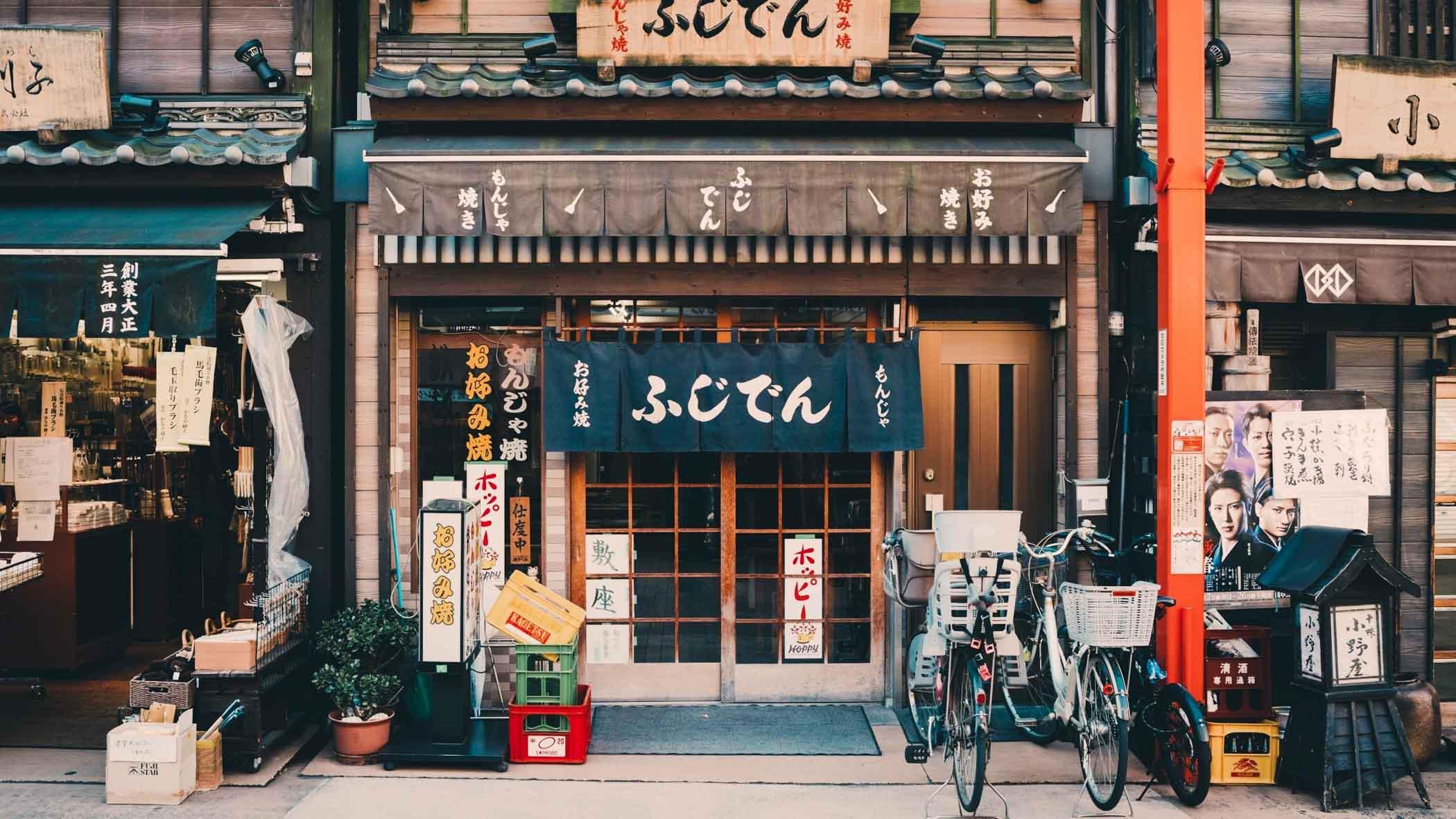 tibo-japan-clay-banks-170882-unsplash.jp