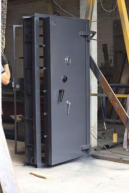 Instalação de porta forte