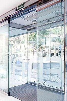 Цельностекляные автоматические двери
