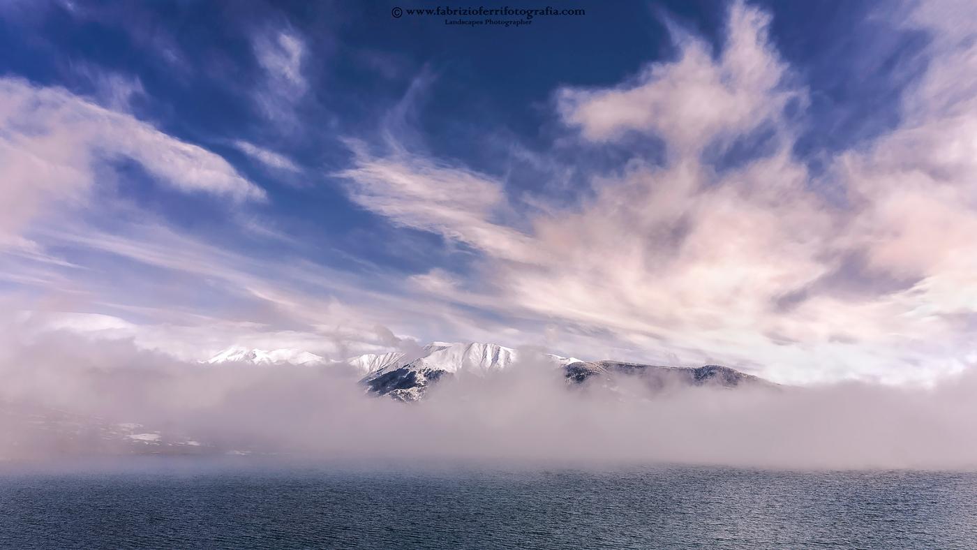La nebbia nel lago