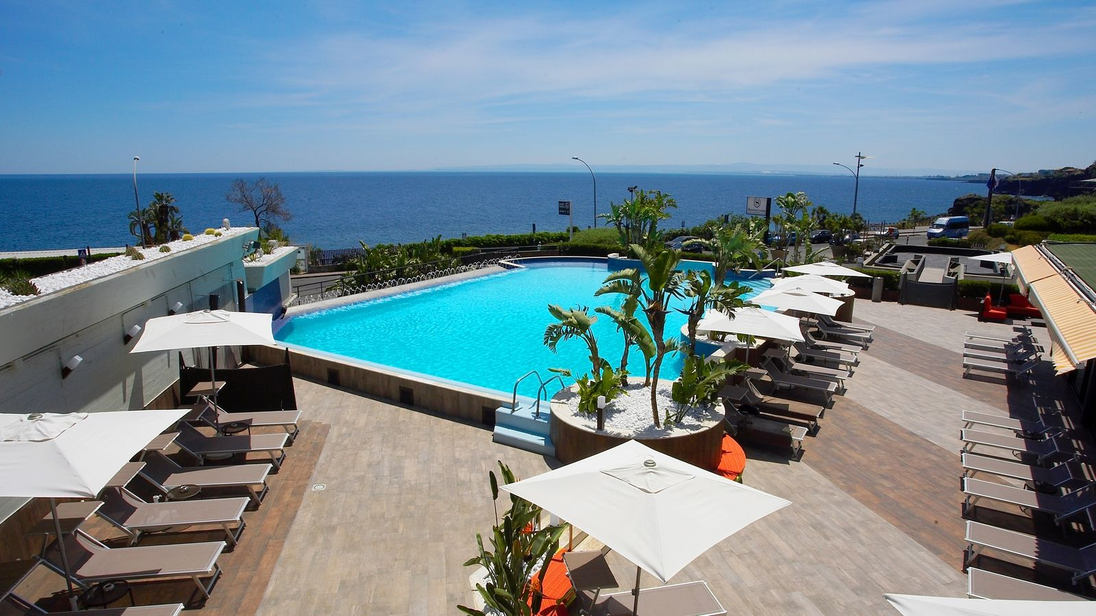 sea-view-suit-Four-Points-by-Sheraton-Catania-Hotel-and-Conference-Centre