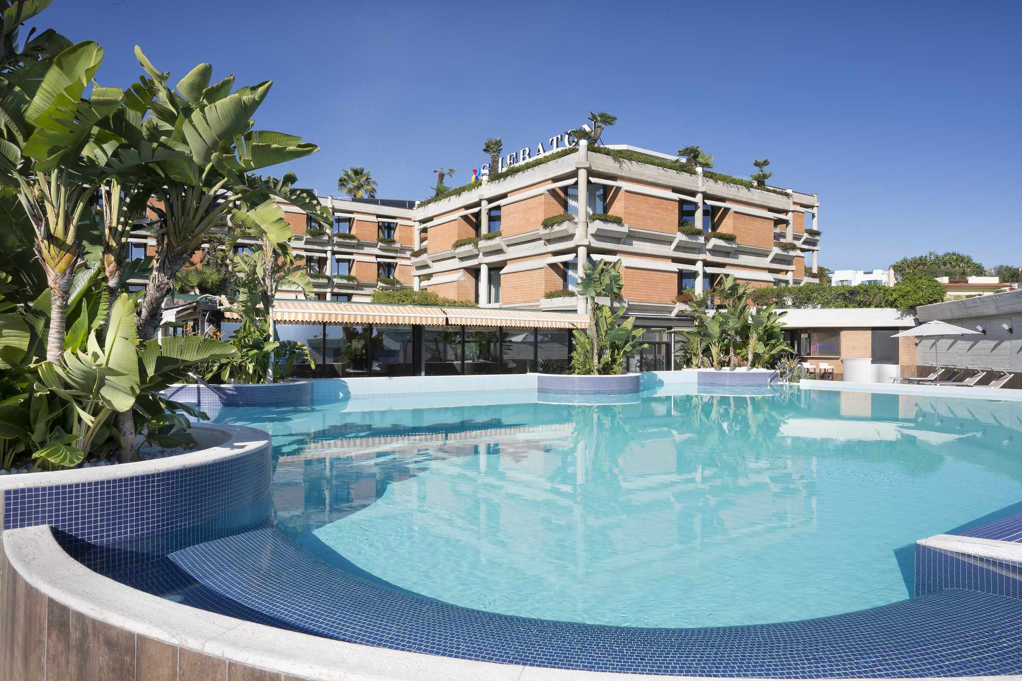 four-points-by-sheraton-catania-pool-externa-view