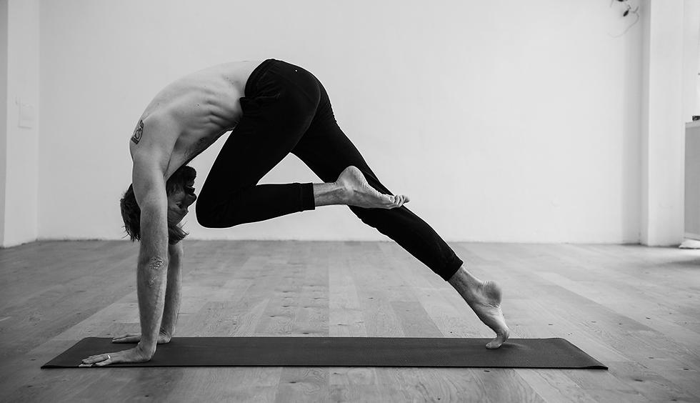 Guy_doing_yoga.png
