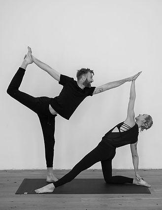 Trygve_Lisa_Yoga.jpg